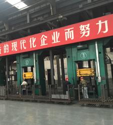 630T镁碳砖压力机生产现场