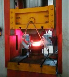 1000吨电动螺旋压力机齿形联轴器锻造现场